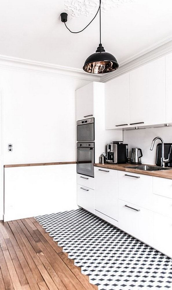 Suelo de madera e hidráulico en la cocina