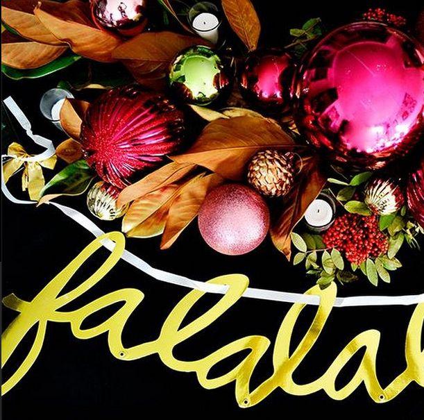 a festive tabletop (via @sociallyunacceptableevents' instagram)