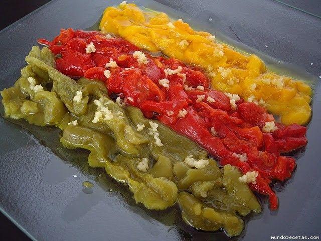 Asar pimientos en microondas  Estuches y moldes Lekue a la venta aquí: http://www.cornergp.com/tienda?bus=lekue
