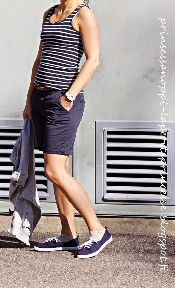 Blue shorts and stripes for summer outfit