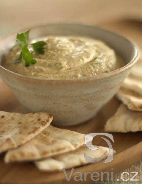 Recept na vynikající luštěninovou pochoutku k čerstvému tmavému pečivu nebo pita chlebu.