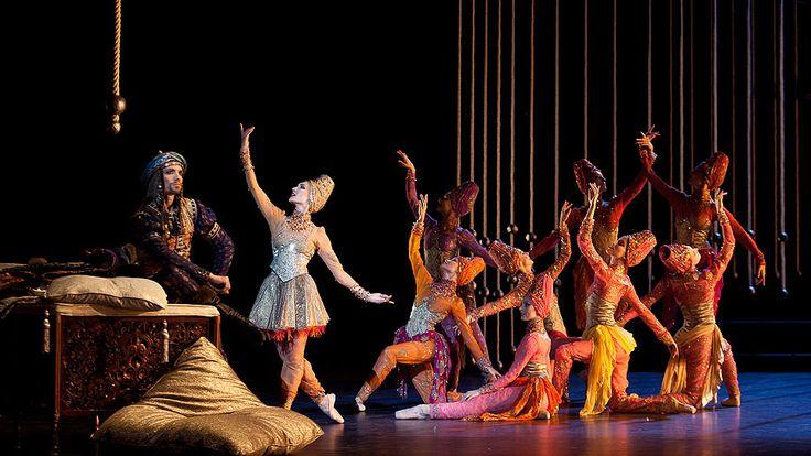 Christian Lacroix балетные костюмы для La Source - Кристаллы из Swarovski