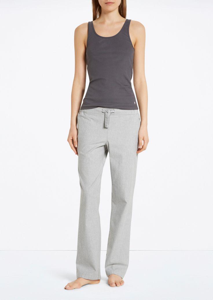 Pyjamabroek  Description: De pyjamabroek is gemaakt van zuiver geweefd katoen in mêlange optiek. Het geheel heeft een elastische band met lint en twee steekzakken in de zijnaden.  Price: 24.90  Meer informatie  #Marc OPolo
