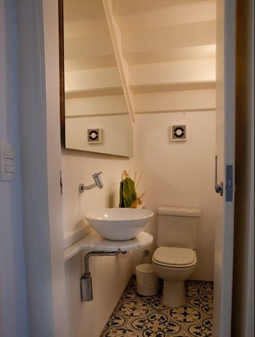 25+ melhores ideias sobre Escada Pequena no Pinterest  Escadas para espaços  -> Banheiro Pequeno Embaixo De Escada