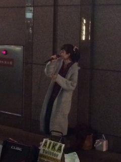 天神バスターミナル横を通り掛かったら女性の路上ミュージシャンが歌っていました 彼女はAIKAという名前で活動しているようですね() とても素敵な歌声でつい聞き入ってしまいました() 有名なアーティストよりもこうやって頑張っているアーティストを応援してあげたいですね(ω) 毎週金曜日の夜にライブをやっているそうですよ tags[福岡県]