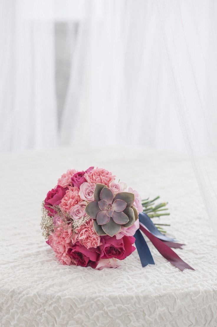 Букет невесты для малиновой свадьбы