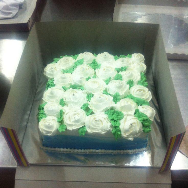 rose cake ! cake lapis surabaya di cover dengan butter cream