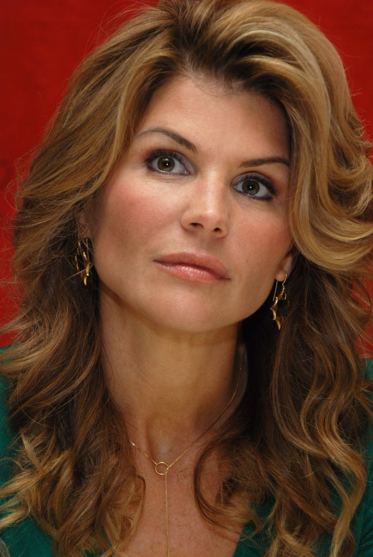 Lori Loughlin and zoe morgan could play sisters.