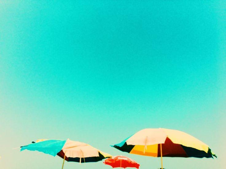 anjuna-beach-goa-umbrellas photography by chantelle coutinho for lightroomdarkroom