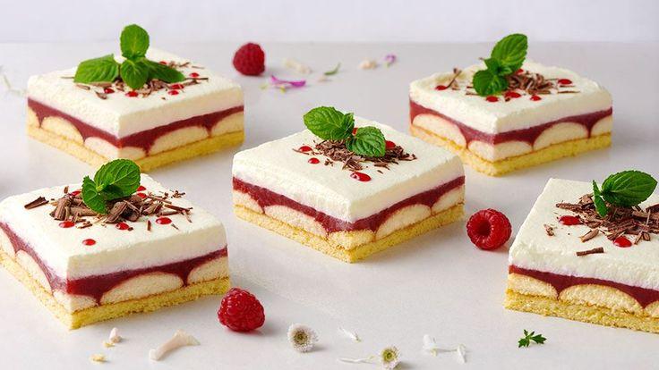 Vyskúšajte osviežujúce malinovo-piškótové rezy podľa receptu Adriany Polákovej. Celý videorecept a mnoho ďalších nájdete na stránke kuchynalidla.sk.