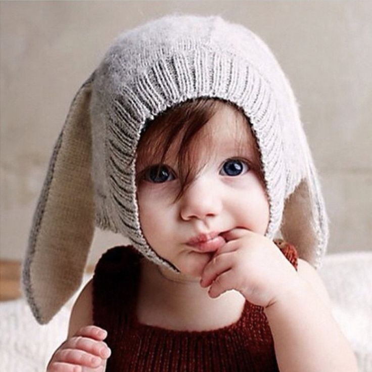 """Here comes little cottontail, hopping down the bunny trail… sweet little winter hat looks charming and keeps baby's head warm. - Material: Synthetic - Perimeter of hat: 17.5"""" - 20.25"""" - Suitable for b"""