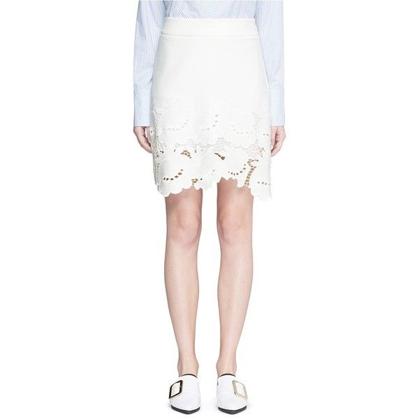 Victoria, Victoria Beckham 'Delft' floral lace hem skirt (3,280 CNY) ❤ liked on Polyvore featuring skirts, white, white knee length skirt, white lace skirt, lacy skirt, floral print skirt and floral knee length skirt