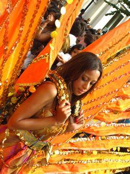 Le carnaval de Notting Hill à Londres, faites la fête pas la guerre