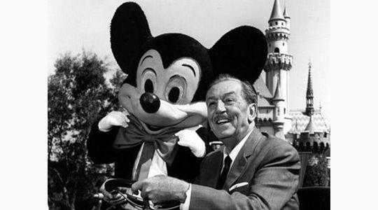 """""""La manera de iniciar es dejar de hablar y empezar a hacer"""" -Walt Disney- 21 Frases históricas que te inspirarán a seguir adelante http://blog.rafaelbelfort.online/21-frases-historicas-que-te-inspiraran-a-seguir-adelante/?utm_campaign=coschedule&utm_source=pinterest&utm_medium=Rafael&utm_content=21%20Frases%20hist%C3%B3ricas%20que%20te%20inspirar%C3%A1n%20a%20seguir%20adelante"""