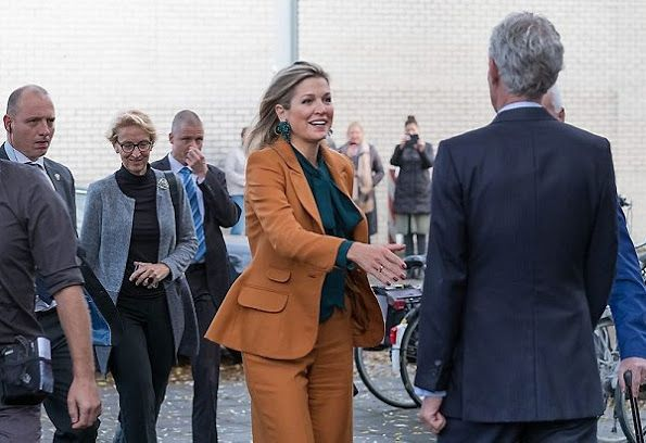 17 November 2016 - Queen Maxima visits Barneveld Social Welfare Organization in The Haye - suit by Claes Iversen, blouse by Gucci
