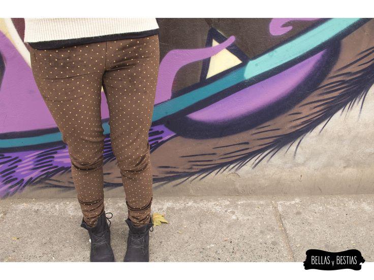 Calza de Terciopelo, cafe con puntos dorados. $ 8.500  - Talla standard - Costuras reforzadas - Pretina alta  CÓDIGO BBCALCD  * Se pueden mandar a hacer tallas más grandes. Consultar vía inbox.  http://www.facebook.com/tiendabellasybestias