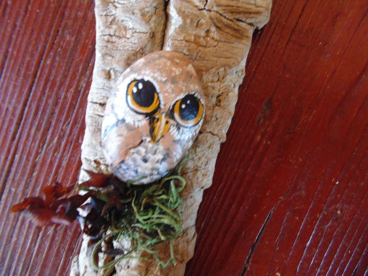 Wall hanging, stone owl on driftwood.