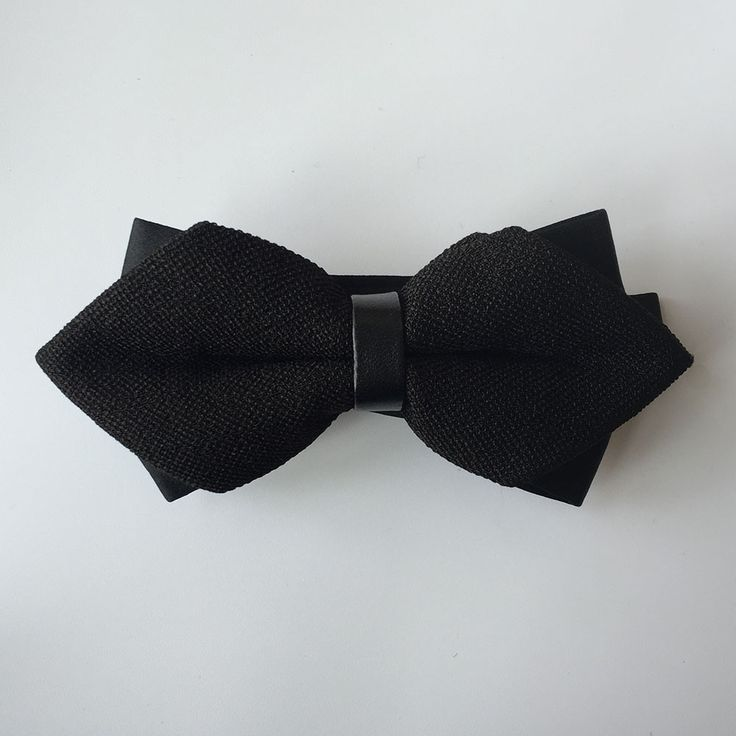 Pre tied bow tie - Colourful floral pattern with black base Notch Buy Cheap Sneakernews Cheap Price In China Outlet Collections Discount Good Selling iyAfNc
