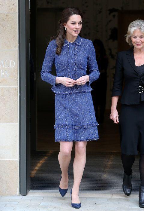 LE 28 FÉVRIER 2017 Kate a enfilé un costume de jupe Rebecca Taylor qui s'harmonise