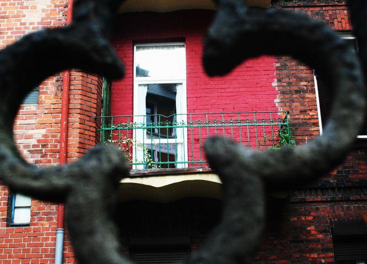 widok na balkon przy ulicy Korfantego │ fot. Michał Balcarek