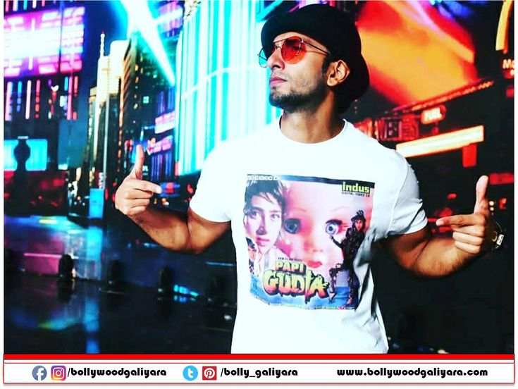 """""""Ranveer Singh the most stylish man of the B-town left everyone stunned with a PapiGudia tee shirt for the film fare"""""""
