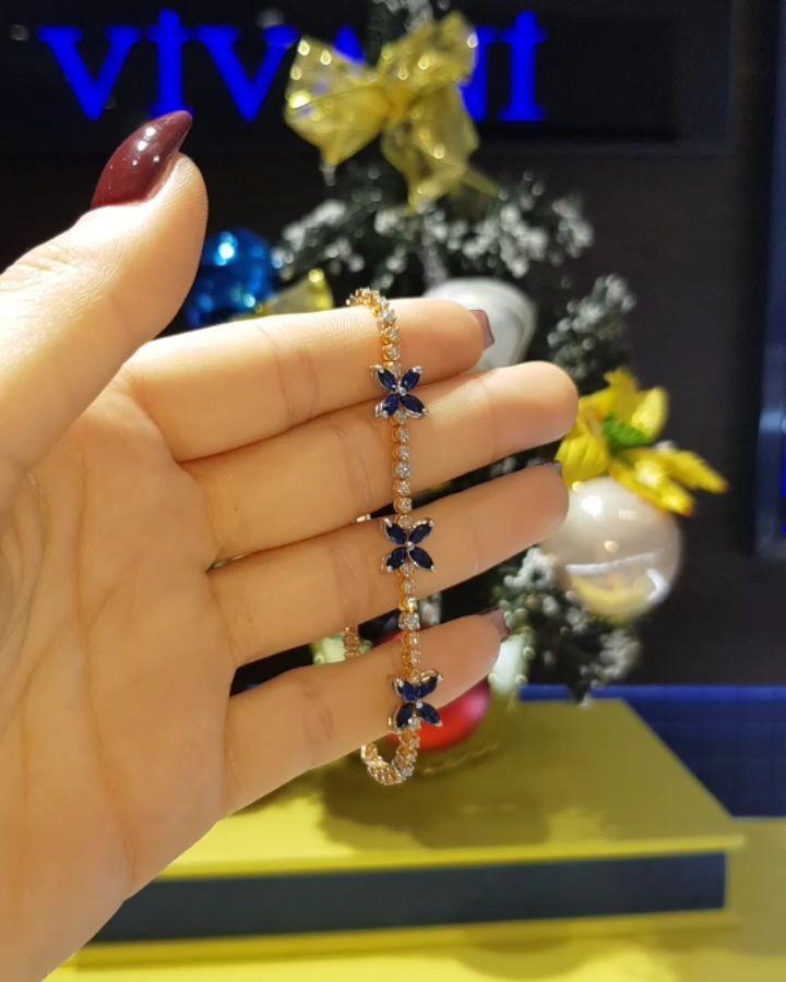 Lacin Ticaret Merkezi Xalqlar On Instagram Dunyanin Butun Sergilerinden Getirilmis Qizil Briliyant Zine Jewelry Engagement Rings Instagram