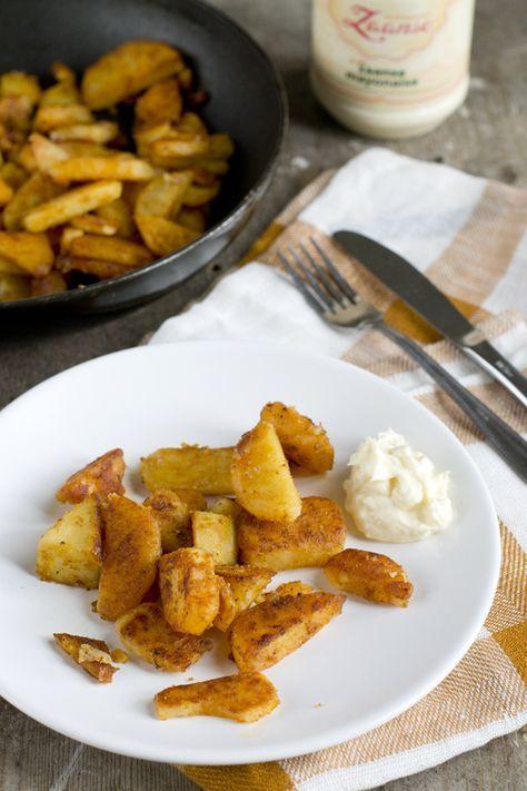 De het recept voor de lekkerste aardappeltjes uit de oven heb ik drie jaar geleden gedeeld. (klik hier om het recept te bekijken) Het is nu tijd voor de lekkerste gebakken aardappeltjes. Gewoon uit de koekenpan. Deze aardappeltjes maakte mijn moeder altijd. Voor 2 volwassenen en 4 kids was dat een flinke pan, hiervan blijf... LEES MEER...