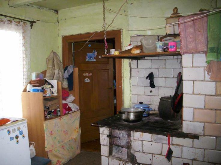 Rodzina ma do dyspozycji jeden pokój i kuchnię. Martynka 8 lat nie ma gdzie odrabiać lekcji tak jak napisał Pan Sylwester wstydzi się tez zaprosić koleżanki do domu.