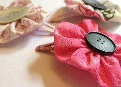 Haarclips aus recycelten Stoffen und Knöpfen
