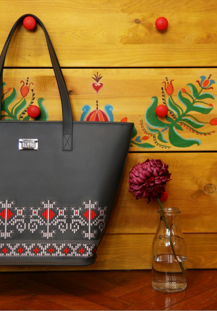 QUEEN MARIE EMBROIDERED LEATHER TOTE #iutta #bag #iuttabags #dorderomanesc #leather #embroidery #motif  #folklore #folkart #art #fashion #contemporary #design #designer #accessories