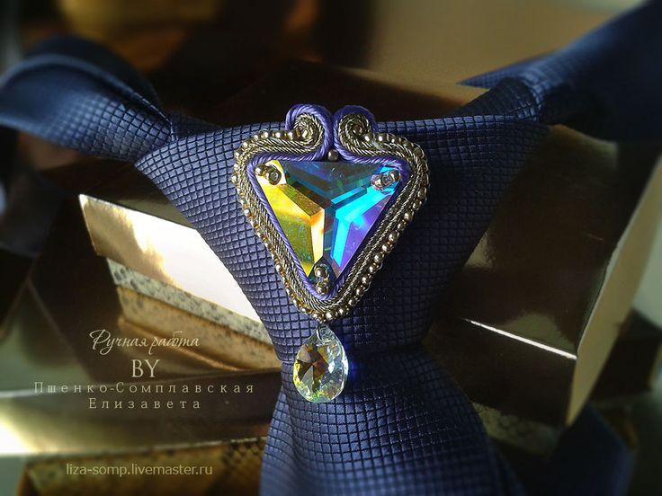 Купить Брошь на галстук Руслан - мужская сутажная с кристаллами - разноцветный, яркий, яркий аксессуар