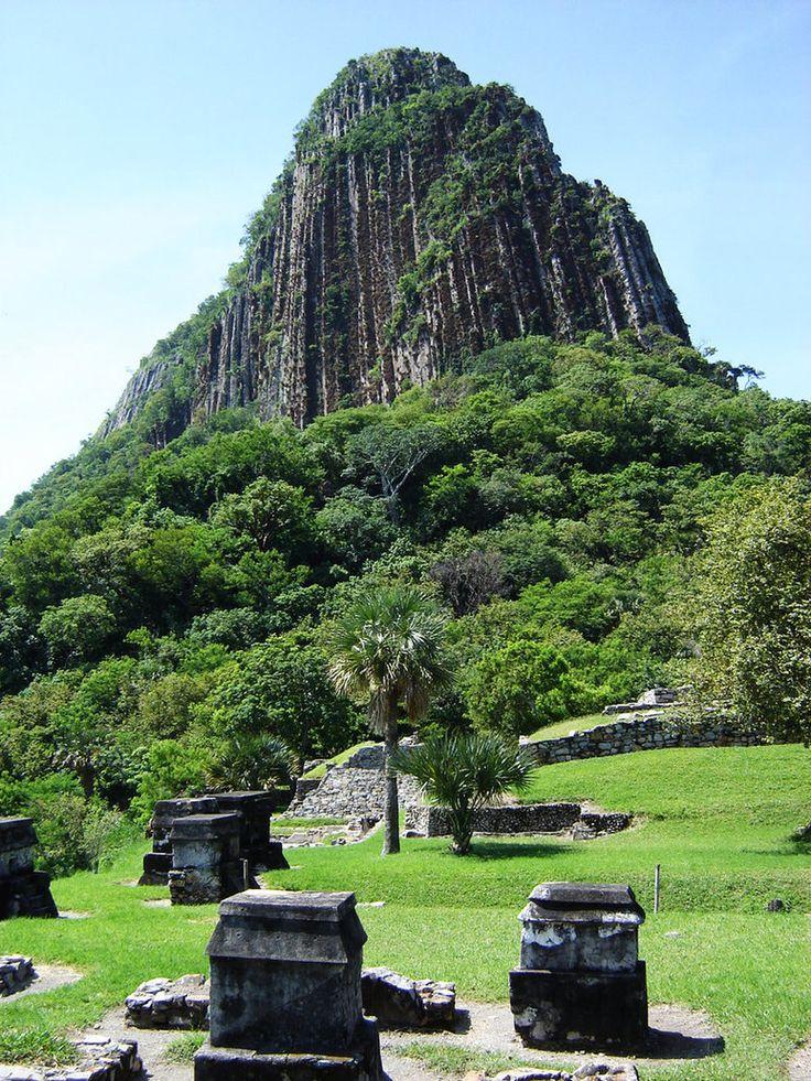 Totonac tombs in Quiahuiztlan, Veracruz, Mexico. Tumbas Totonacas by hayoth