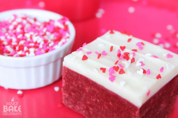 Red Velvet Cake Mix Fudge #sprinkles | #chocolate