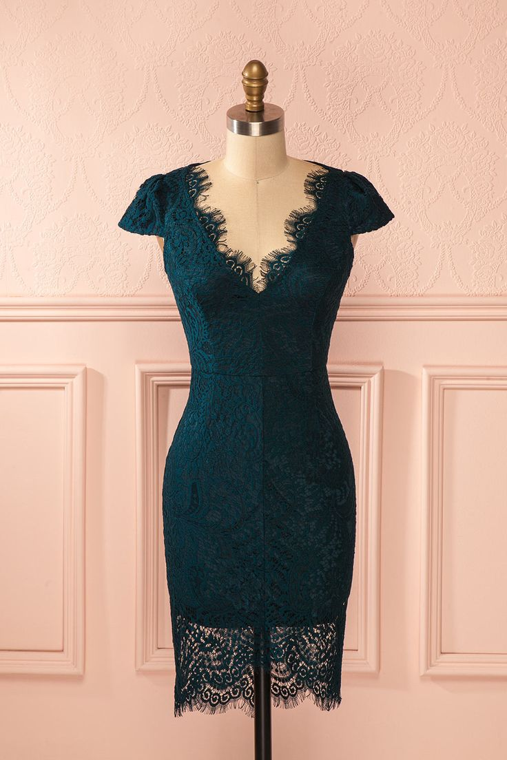 Dans ses yeux mélancoliques semblait s'agiter une mer profonde. A deep sea seemed to stir in her melancholic eyes. Teal lace fitted short sleeved dress www.1861.ca
