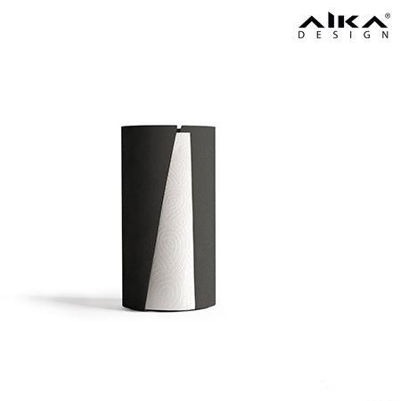 AIKAdesign - VETO Tyylikkäästä, nokkelasta ja tukevasta telineestä on helppo repäistä paperi yhdellä kädellä. Kestävä teräskuori suojaa paperia roiskeilta. Pohjassa oleva solukumi pitää telineen paikollaan ja toimii pehmusteena pöytäpintaa vasten. VETO paper stand #aikadesign #aika #veto #design #paperiteline #keittiö