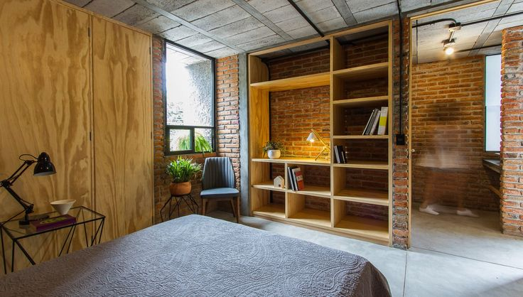 Intersticial Arquitectura turns 1980s industrial building into home and studio