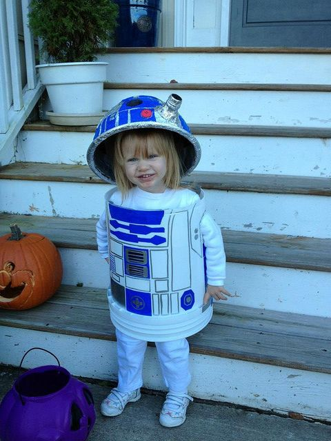 This is awesome! Can total diy the R2d2 hat and the bucket body is hilarious!