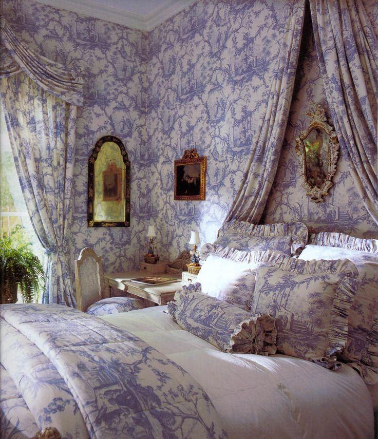 Дизайн интерьера спальни в голубых тонах от Betty Lou Phillips
