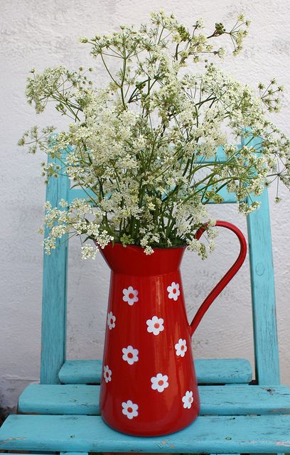 Fuitekruid in emaille vase   Flickr - Photo Sharing!