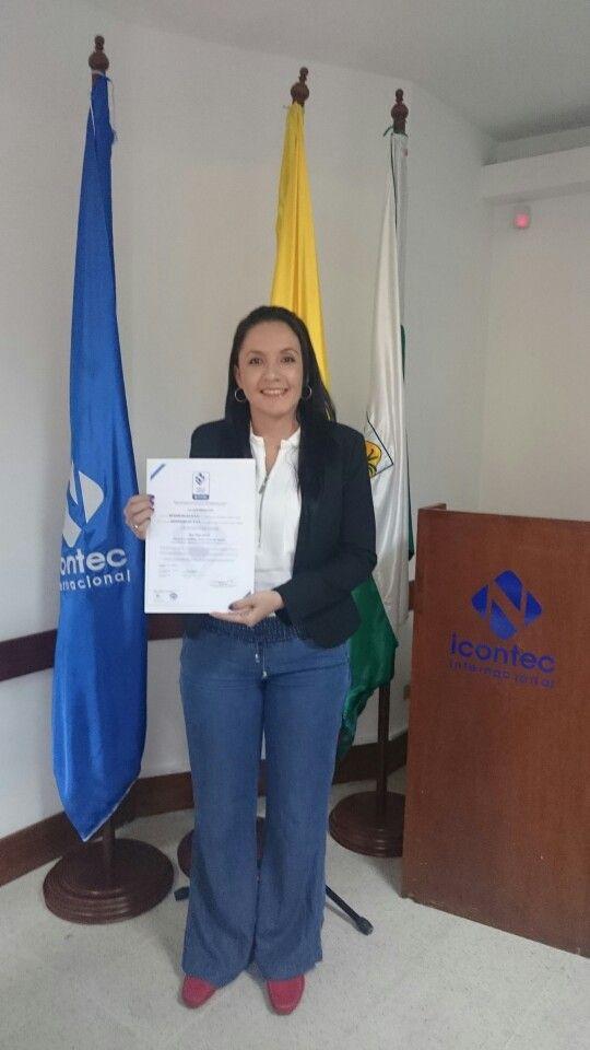 Colchones Júbilo recibe el Sello de Calidad Icontec en las manos de nuestra Gerente Administrativa. Felicidades por ese logro!!!