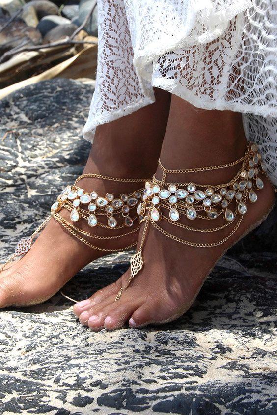 Chaussures de mariage sur la plage qui inspirent ❤ Voir aussi: www.weddingforwar … #weddings