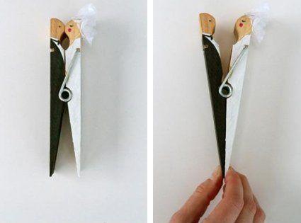 Los materiales que necesitas para realizar esta tarjeta de boda son: (Materiales para una tarjeta).  •    1 Broche.  •    Pintura blanca.  •    Pintura negra.  •    Tul blanco.  •    Marcador negro.  •    Pegamento.  •    Papel blanco para escribir la tarjeta.