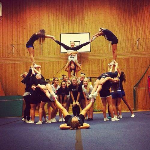 Cute team picture idea!