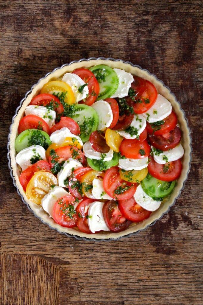 En herlig terte med tomater, chèvre og urteolje. For denne og andre god piaoppskrifter, besøk bloggen Mat på Bordet.