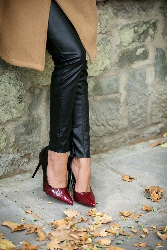 Regular fit. Red high heel shoes. Stiletto heels ombre (red/bordeaux). Pointed toe. Heel Ηeight: 11cm.