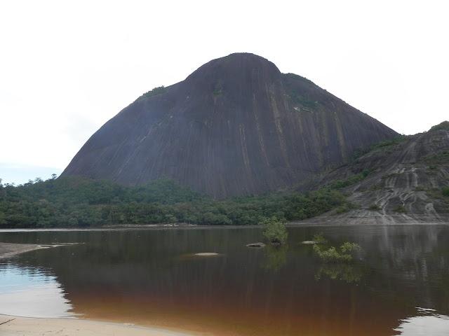 Cerros de Mavecure y Parque Tuparro