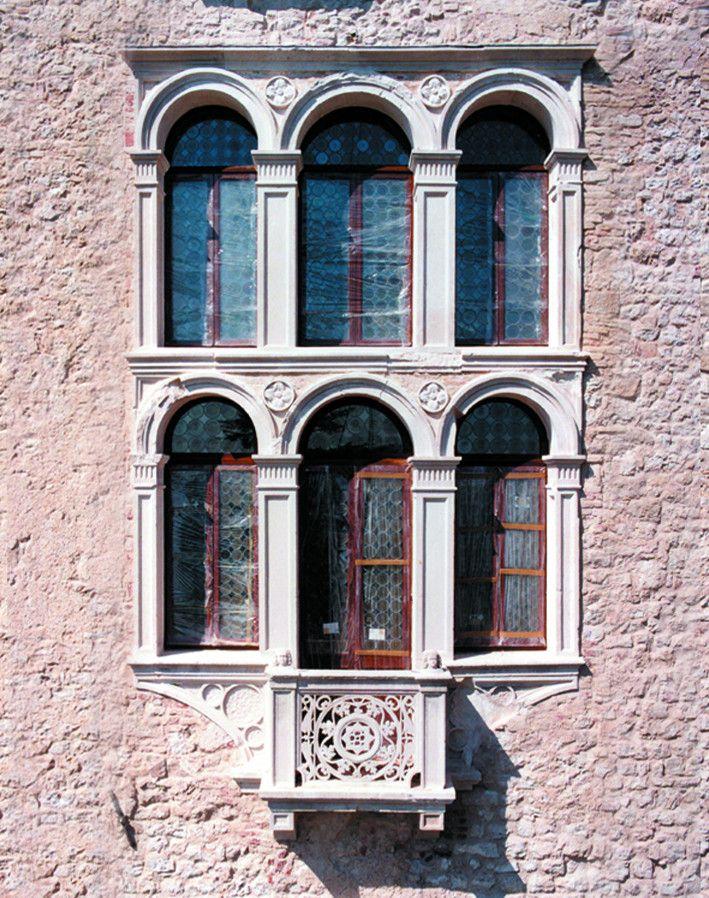The #beauty of symmetry...these are the #CastelBrando #details that move us! #architecture #architettura #arte #castello #castle #cisondivalmarino #treviso