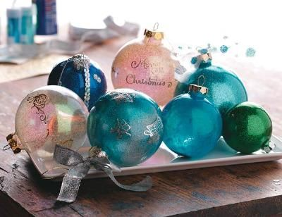 many ways to add pop to clear christmas bulbsGlitter Ornaments, Adhere Glitter, Decor Glasses, Glasses Ornaments, Glasses Ball, Ball Ornaments, Christmas Decor, Diy Christmas Ornaments, Clear Ornaments