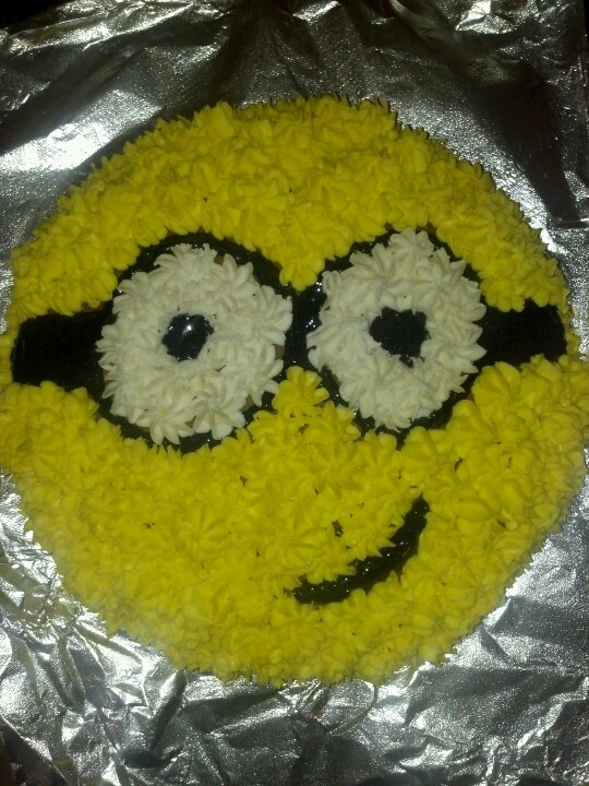 Just a round cake pan and a little creativity. :) voila. Homemade decorators frosting. #minion #cake #homemade