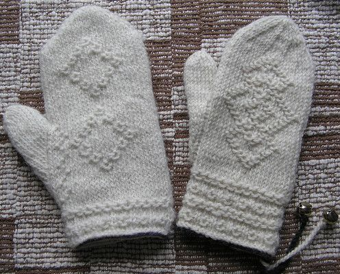 Patternfish:  Twined Mittens by Beth Brown-Reinsel